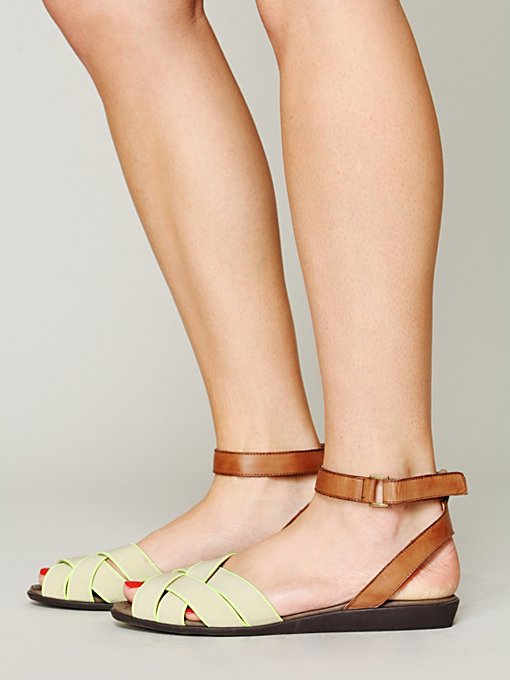 Fairfield  Sandal in black-wedge-sandals
