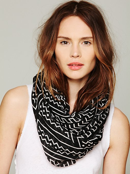 Printed Motif Scarf in accessories-scarves-ponchos